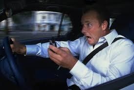 Học lái xe ô tô: cách sử dụng điện thoại di động an toàn khi lái xe ô tô